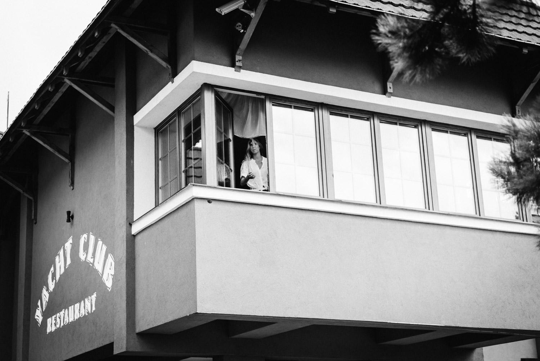 nevesta v okne