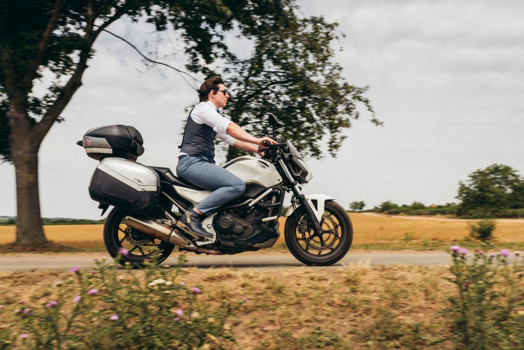 ženích motorkár